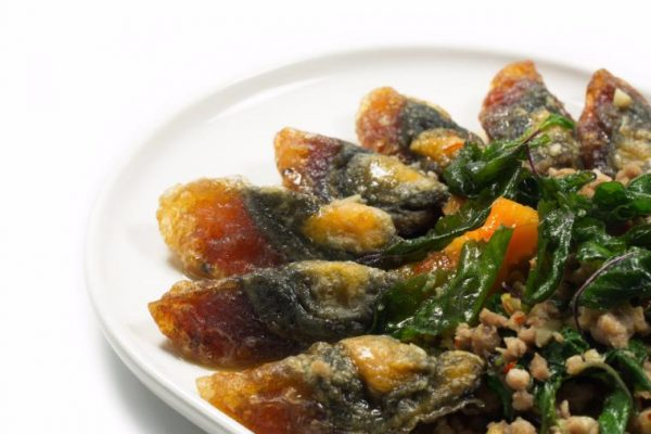 Stir-fried basil with preserved eggs