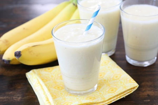 Banana juice with yogurt