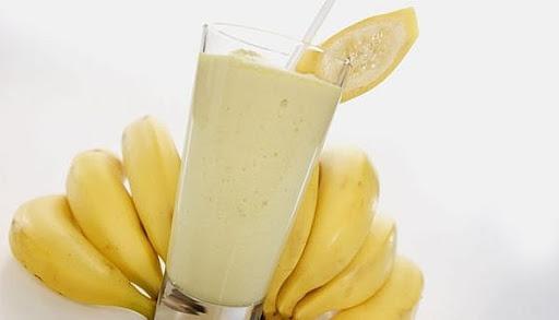 Banana juice with yogurt